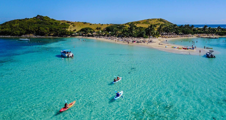 Kayaks going to Pinel Island