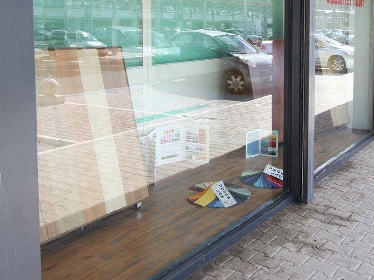 negozio magazzino roma