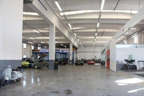 Officina specializzata nella riparazione e nella verniciatura della carrozzeria di autoveicoli.