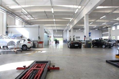 Il lavoro svolto spazia dalla riparazione della carrozzeria, alla sostituzione o riparazione del parabrezza .