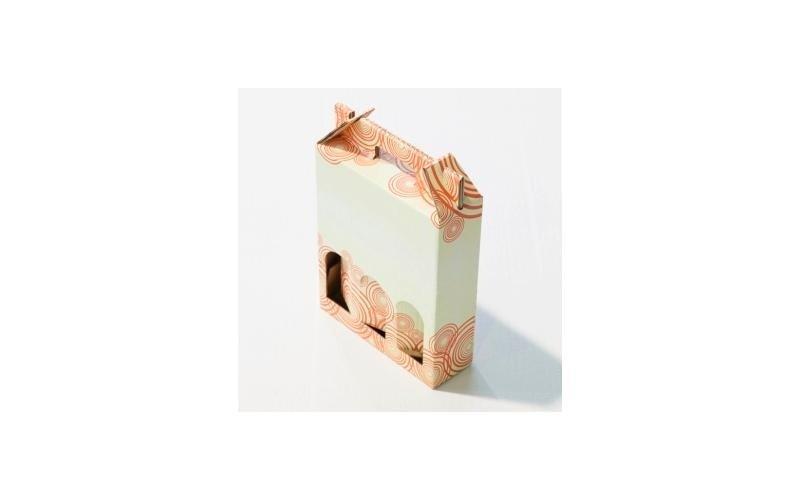 scatola in cartone decorato per tre bottiglie