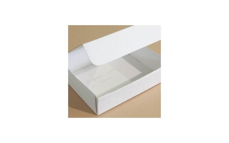 scatola bianca adatta per il trasporto prodotti