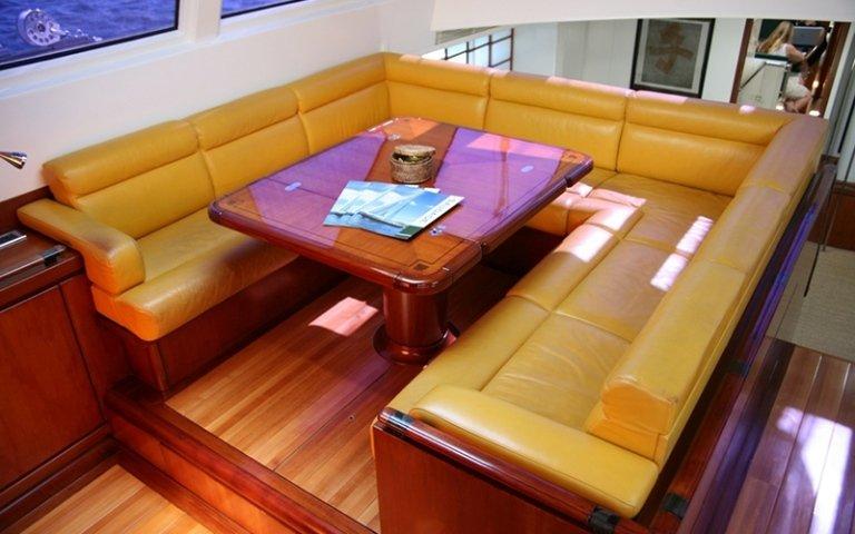 divano in pelle per barca
