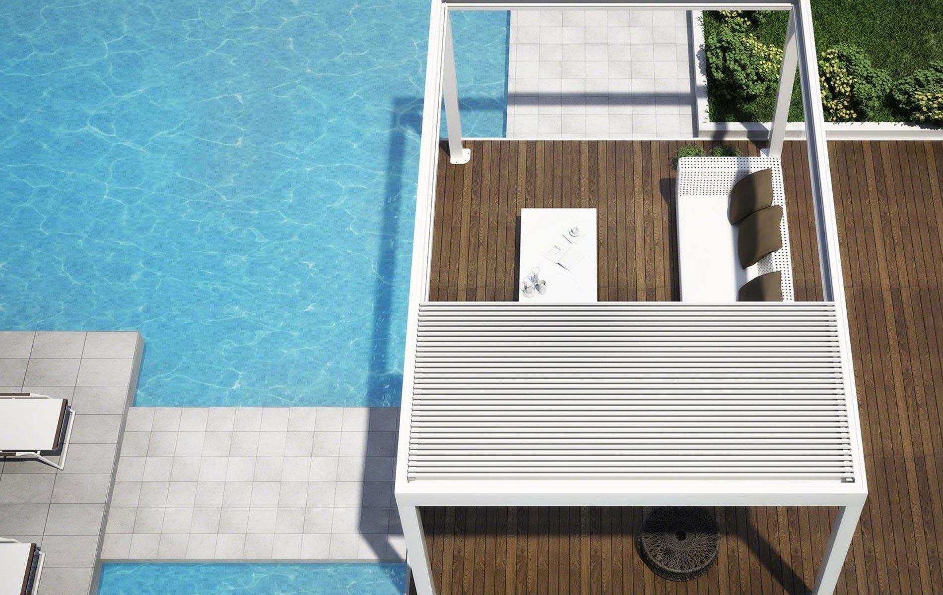 una piscina e un gazebo con un divano