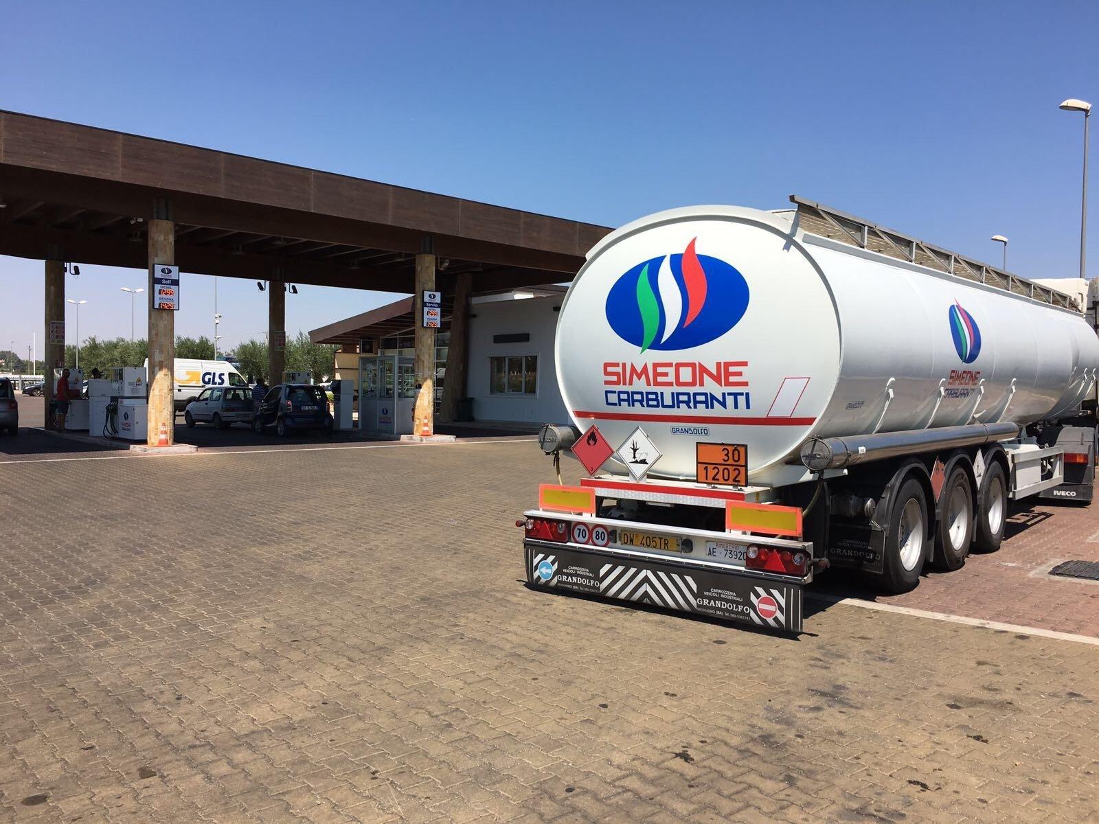 autocisterna per il trasporto di carburante