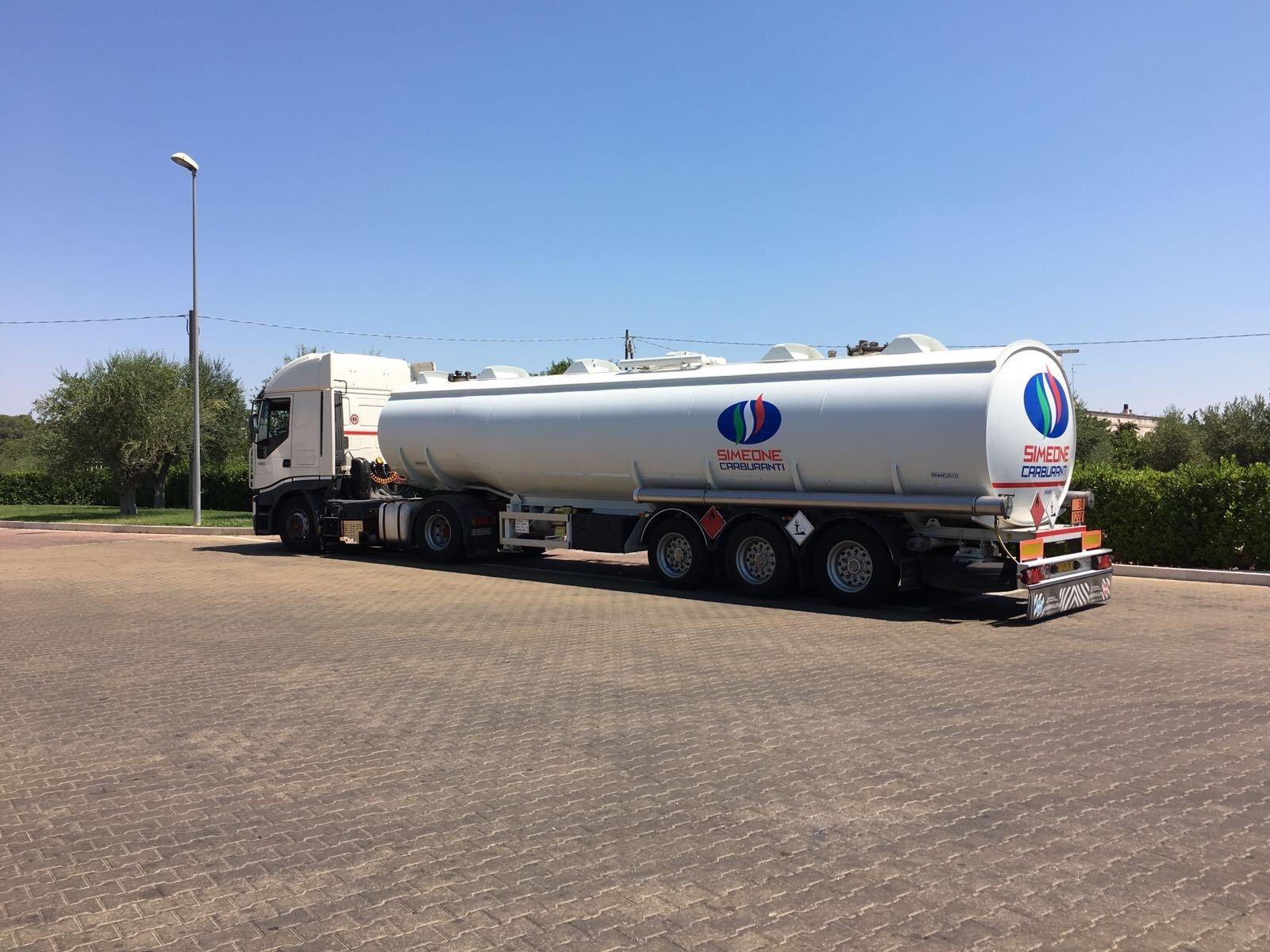 autocisterna per il trasporto di gasolio
