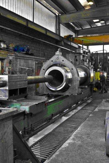 macchinario per la forgiatura di metalli