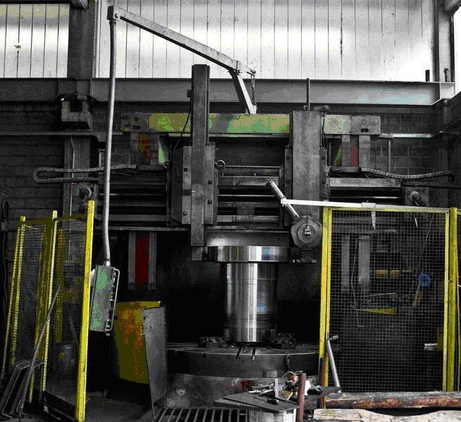 macchinario per la lavorazione di elementi metallici