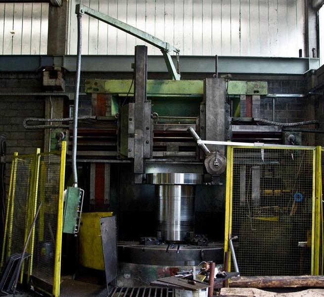 macchina industriale per tornitura