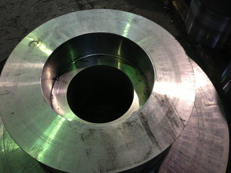 elemento metallico modellato secondo progetto