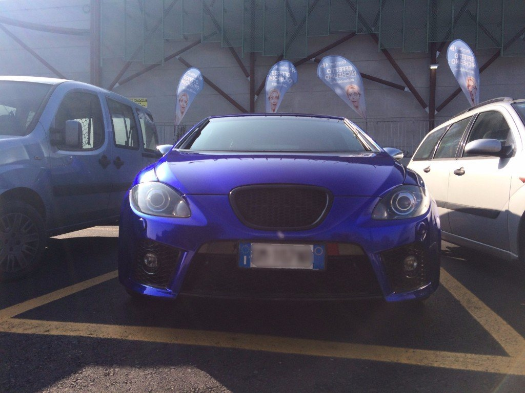 macchina blu seat leon