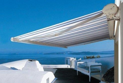 Tende per balconi e terrazze con braccio elettrico