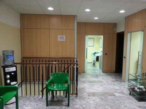 Il corridoio tra i vari ambulatori.