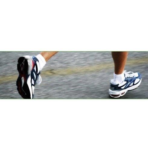 Chi fa sport dovrebbe verificare la salute dei propri piedi.