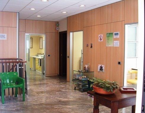La scrivania della segretaria dello studio.