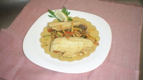 Filetto fritto di branzino con verdure