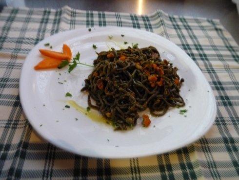 tagliolini al nero di seppia con sugo di masanete