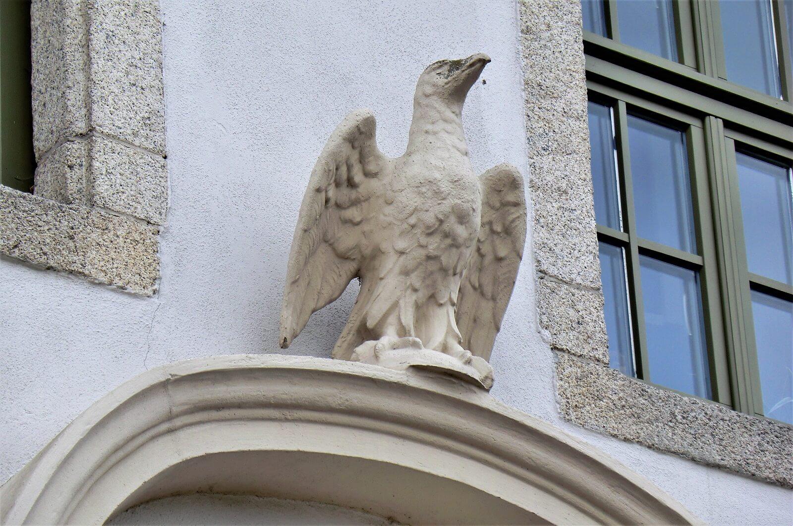 Rittergut Adlershof zu Oberlauterbach - Adlerstatue © Jens Reiher