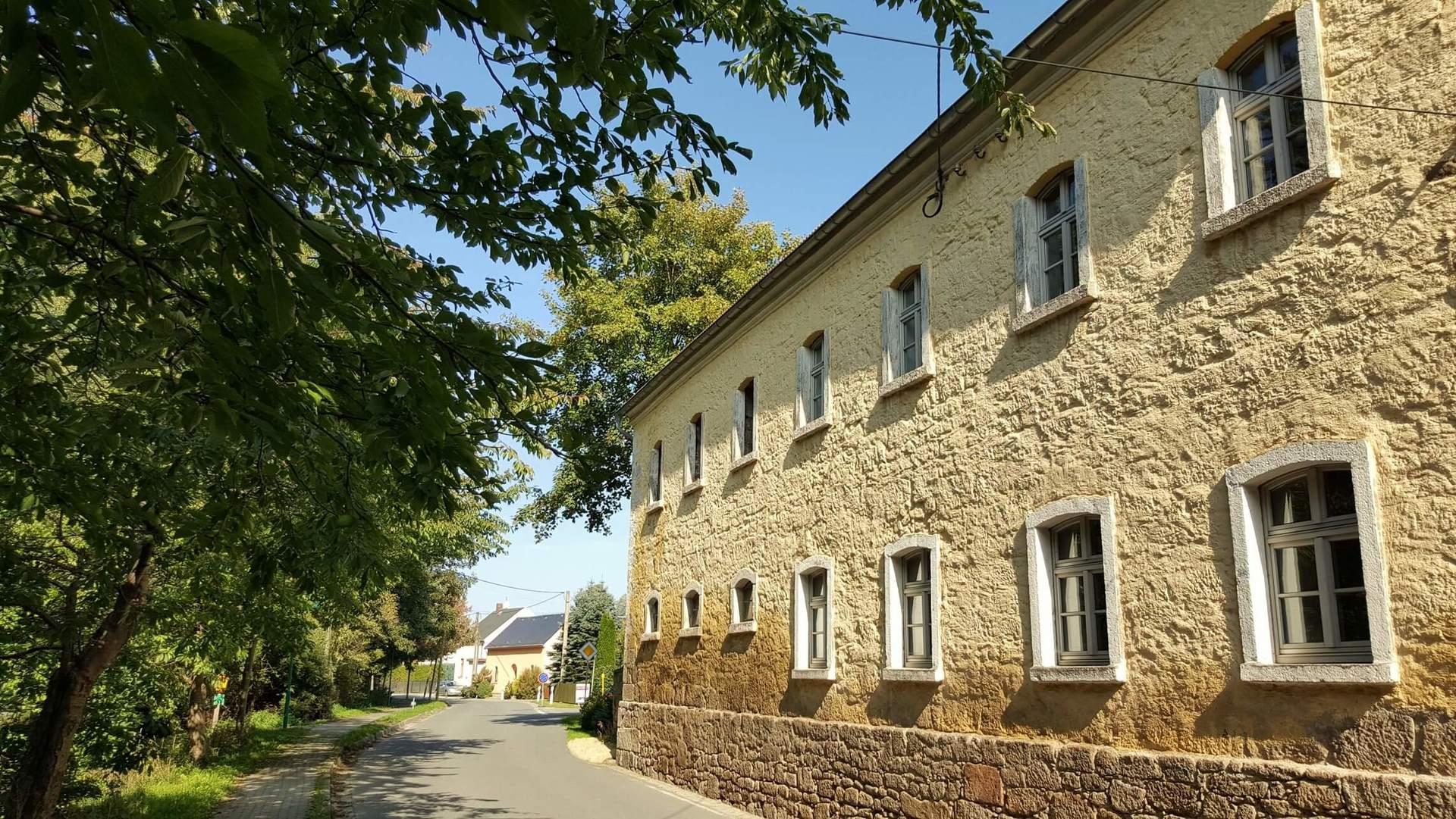 Rittergut Adlershof zu Oberlauterbach - Remisengebäude straßenseitig © Jens Reiher