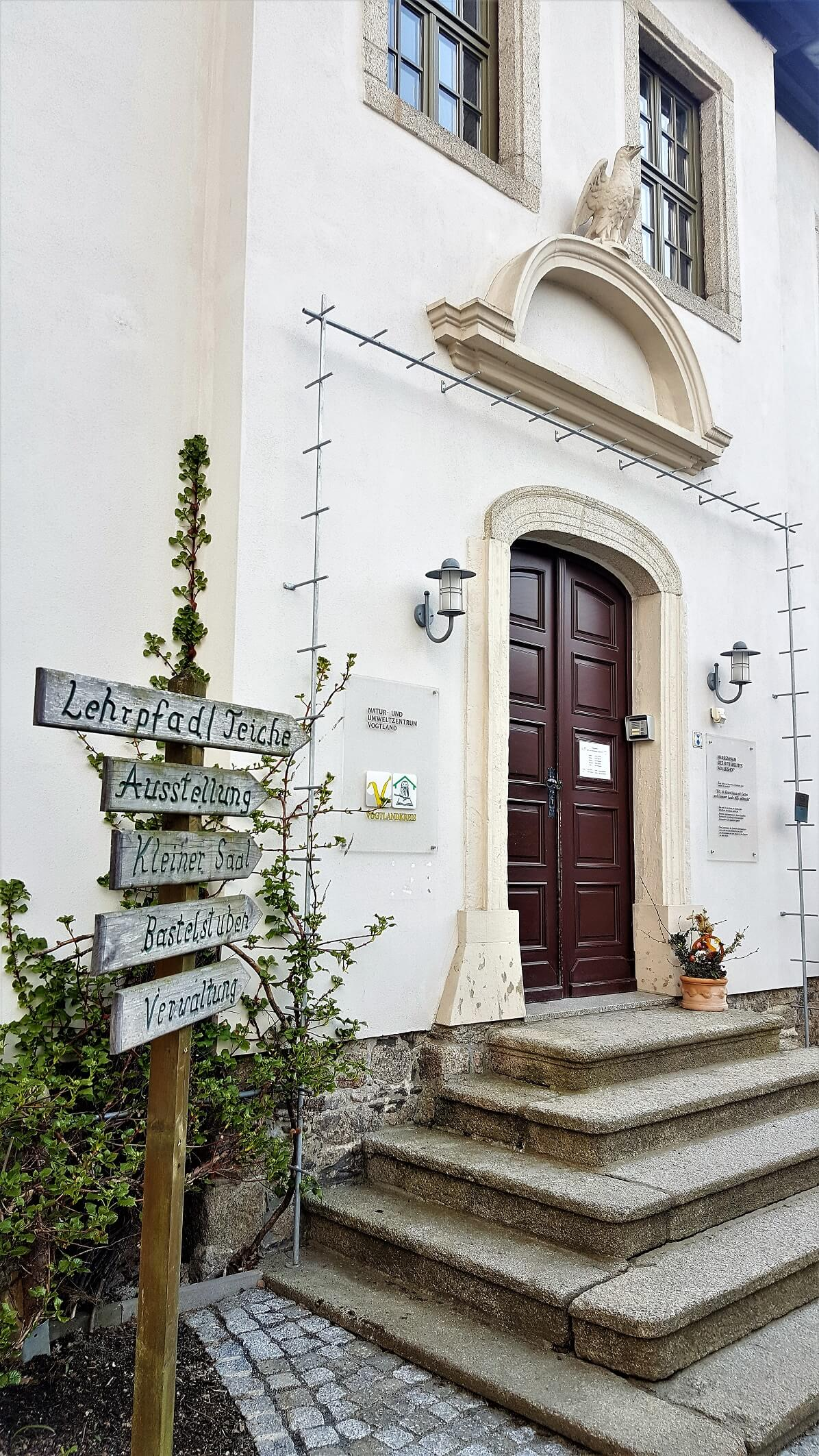 Rittergut Adlershof zu Oberlauterbach - Wegweiser Herrenhaus © Jens Reiher