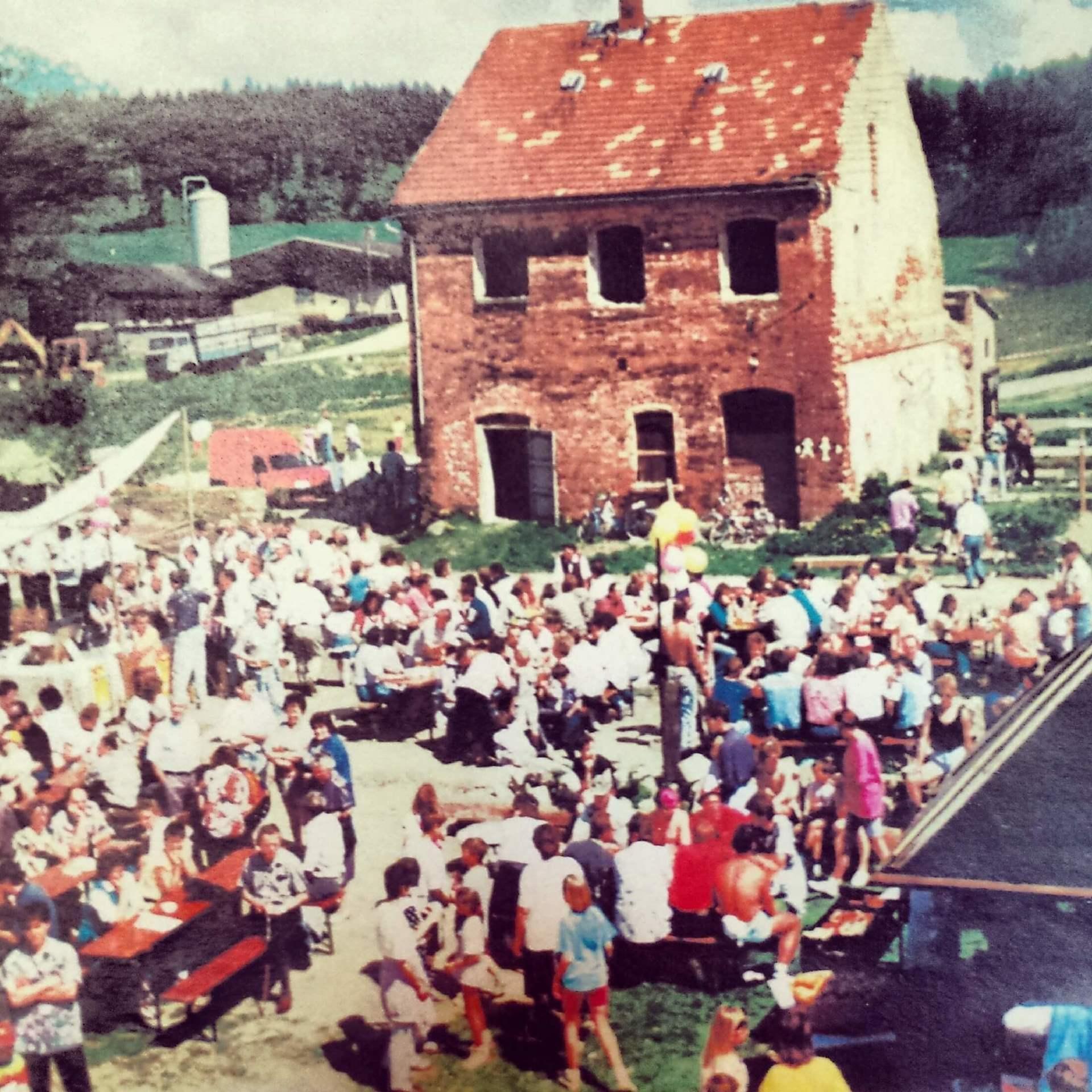 Rittergut Adlershof zu Oberlauterbach - erstes Gutshoffest 1993 © Gotthard Schneider