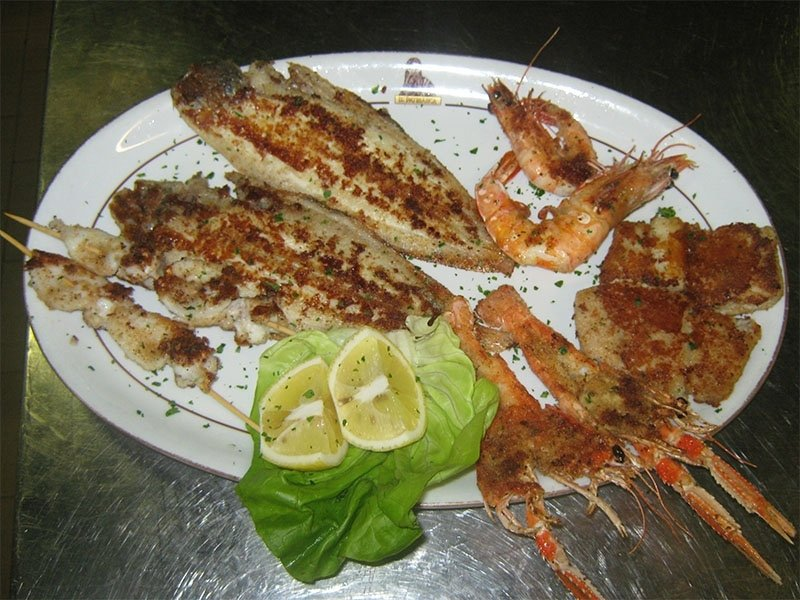 Mixed_grilled_seafood_dish