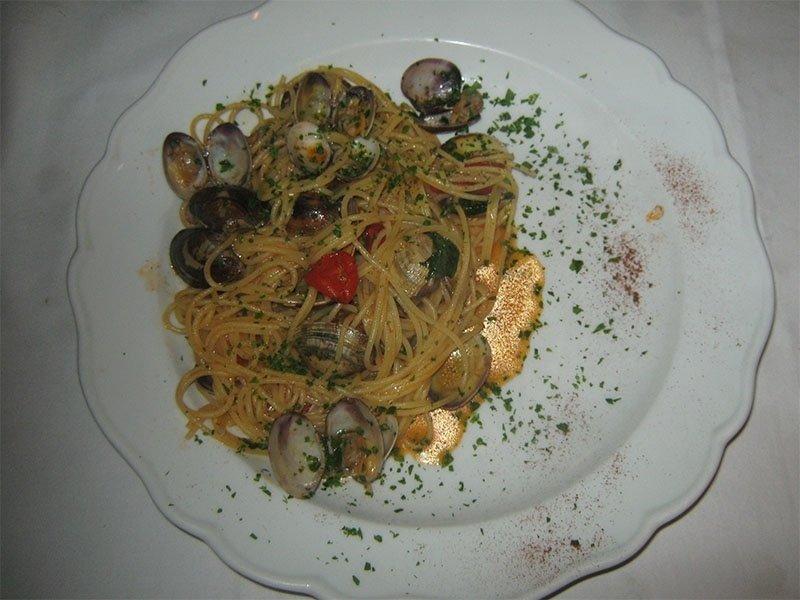 carpet_shell_clam_spaghetti_dish