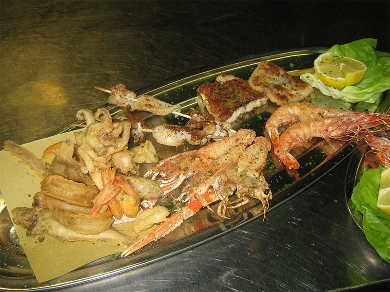 Mixed_seafood_grilled_and_fried