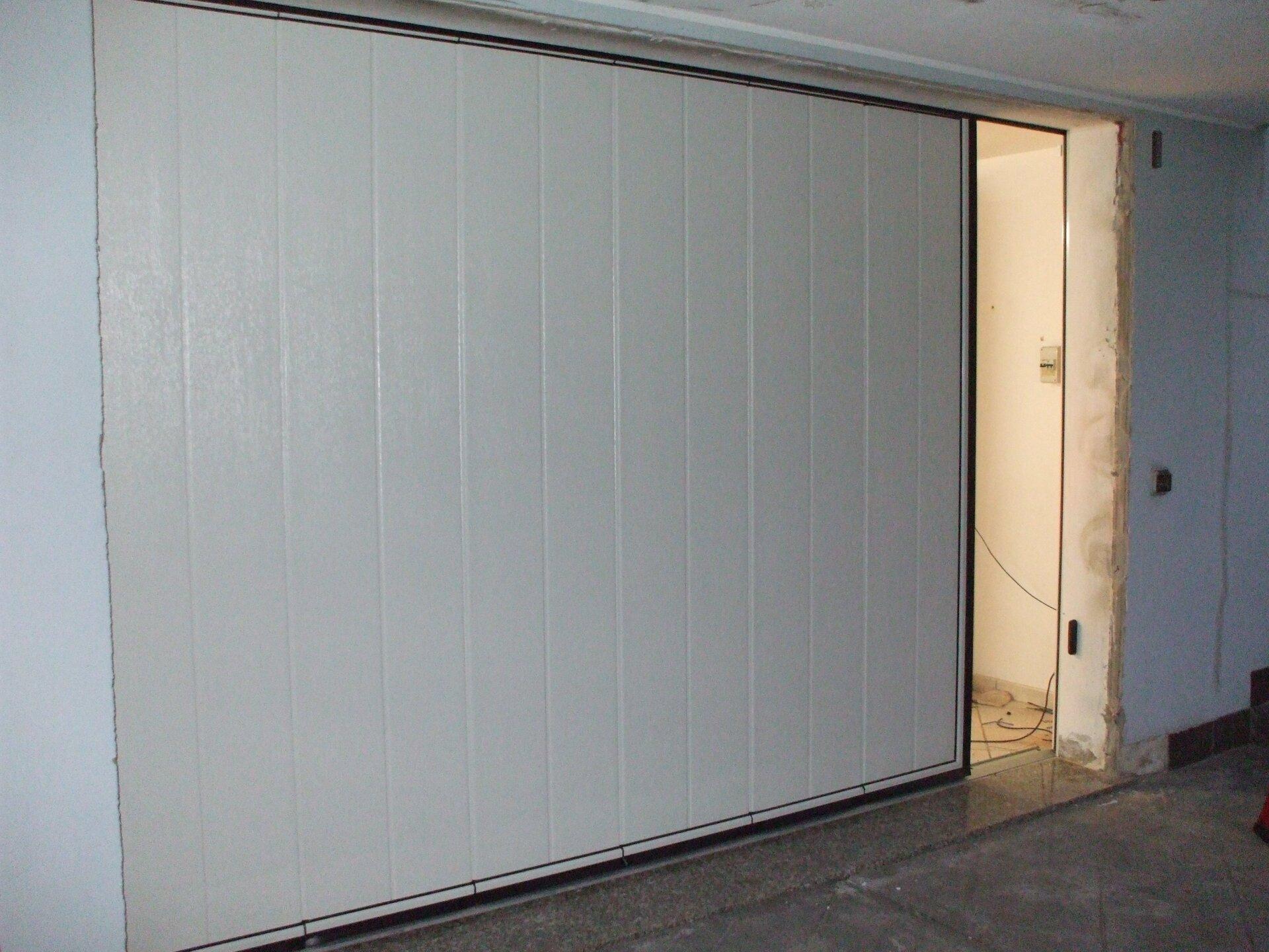garage bianco scorrevole semi chiuso
