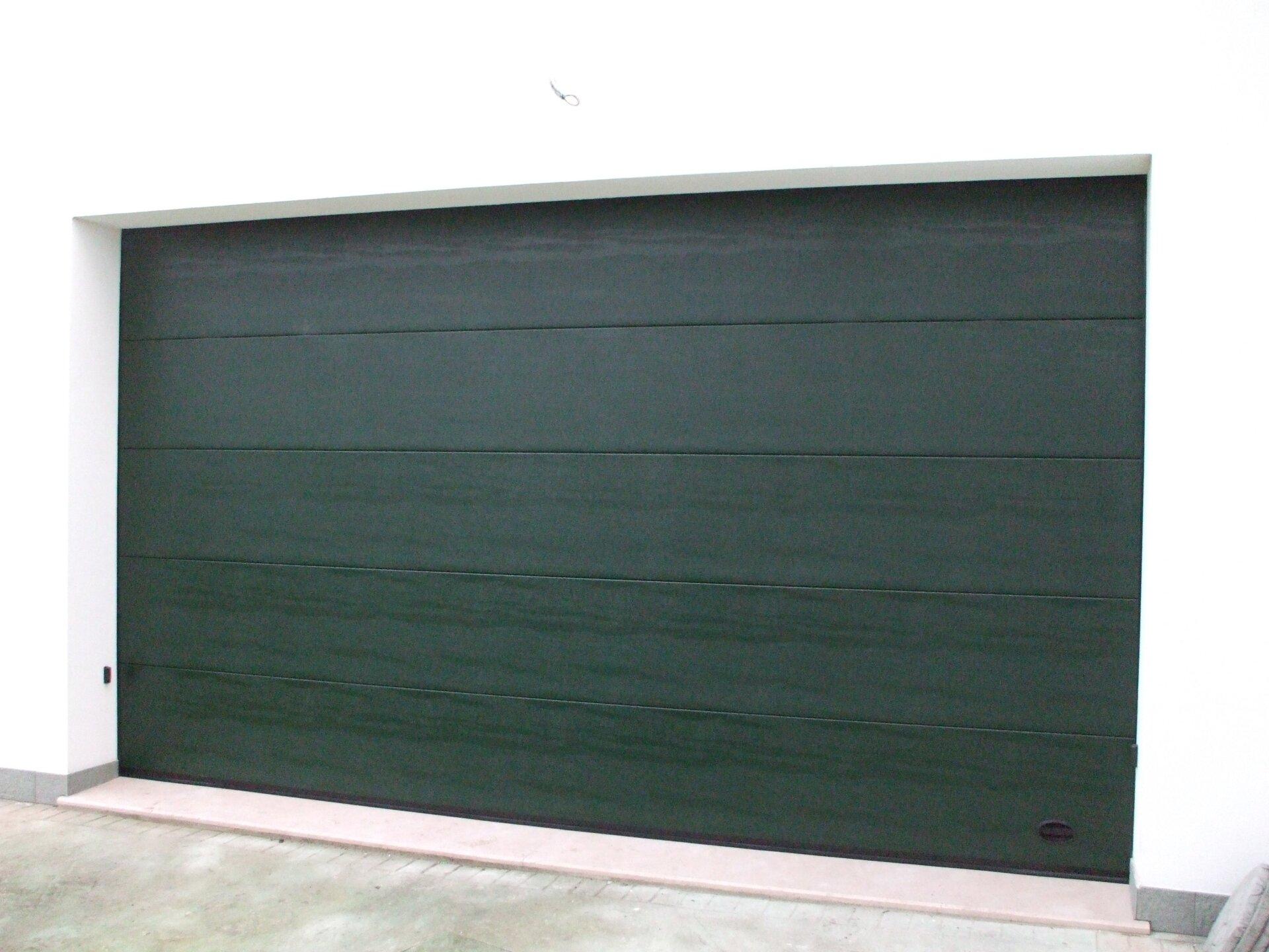 garage serranda nera