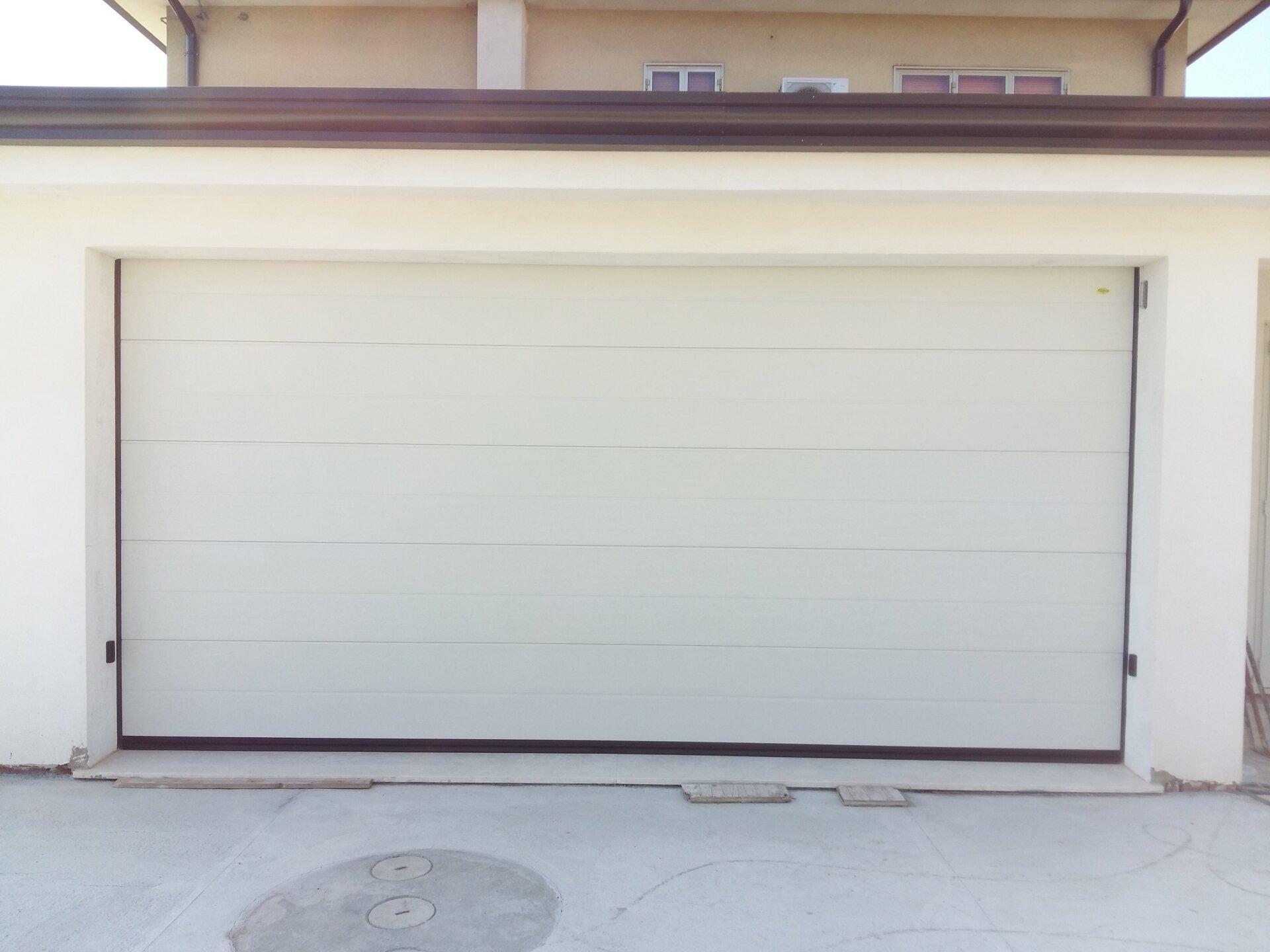 serranda chiusa di un garage