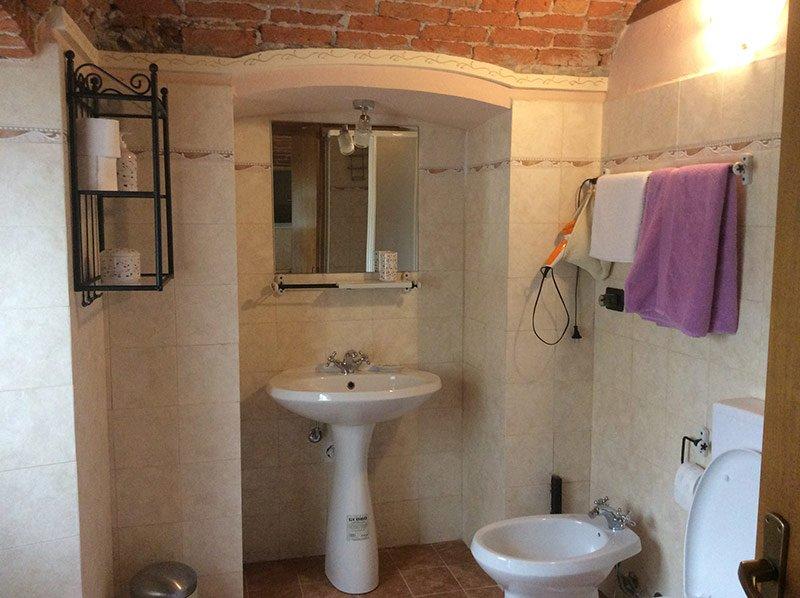 bagno privato con biancheria