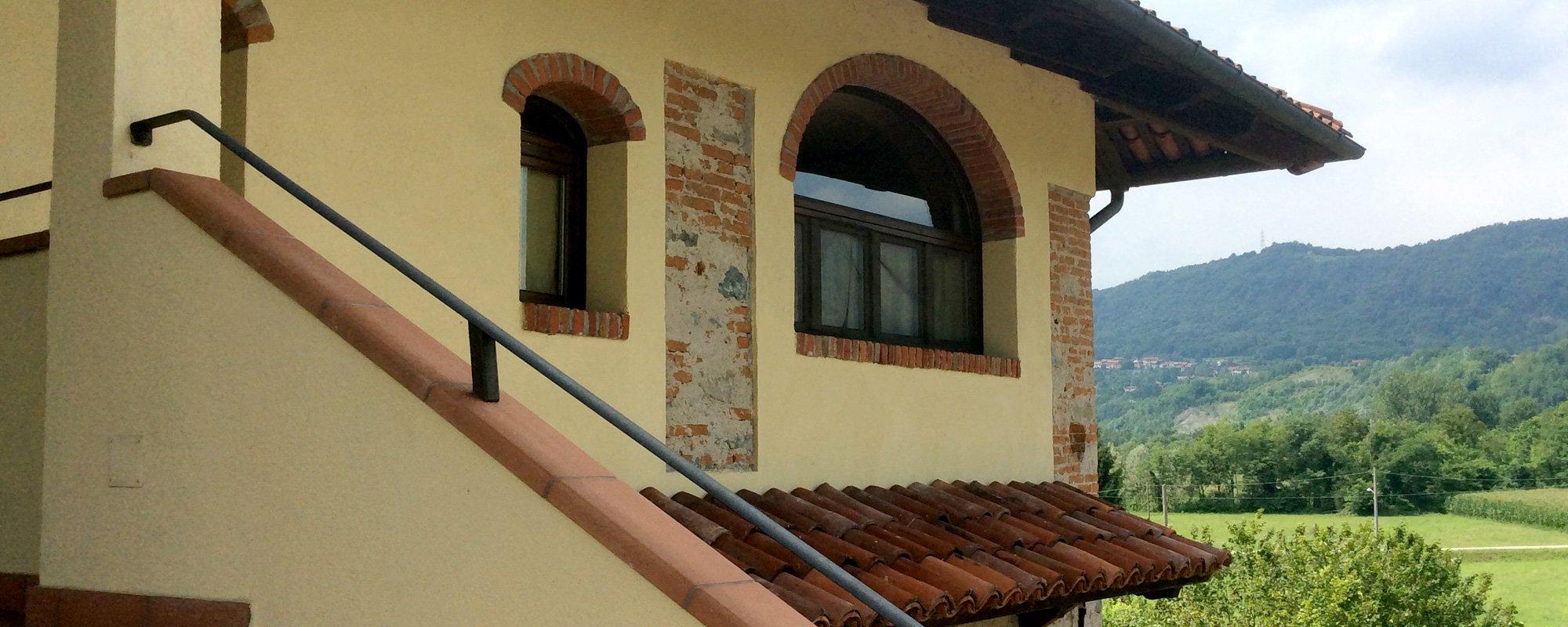 Una vista esterna della casa