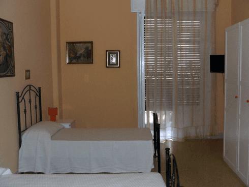 I comfort di cui sono dotate le camere fanno si che gli ospiti siano a proprio agio.