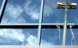 Lavaggio facciate in vetro
