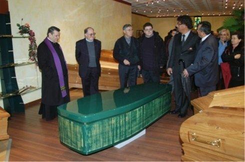 decorazioni floreali per funerali, corone per funerali, lapidi