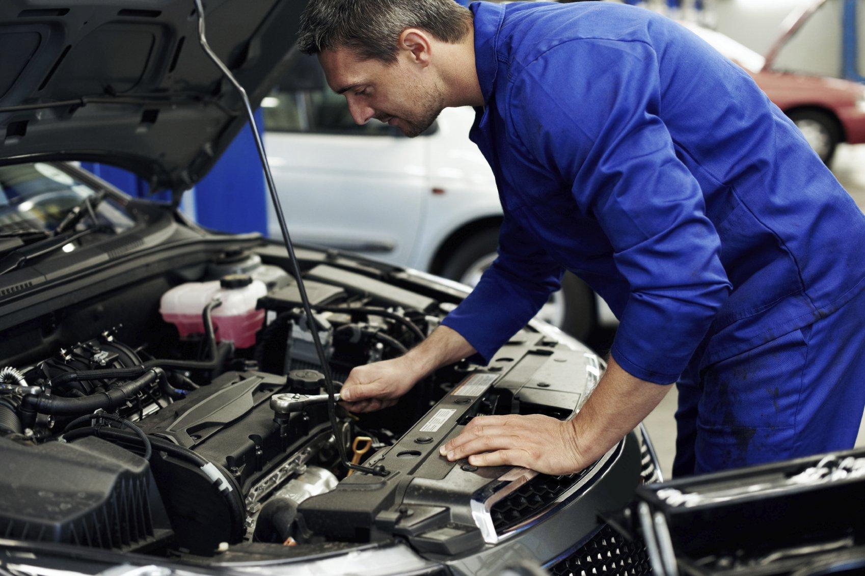 Mobile Car Battery Installation