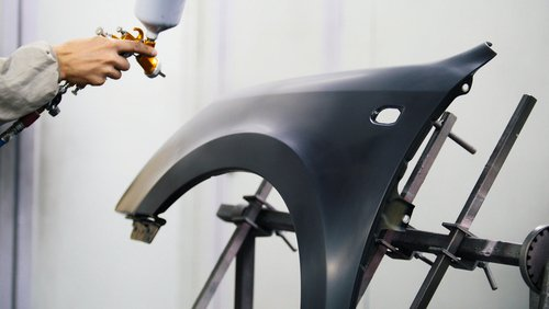tecnico ridipinge carrozzeria