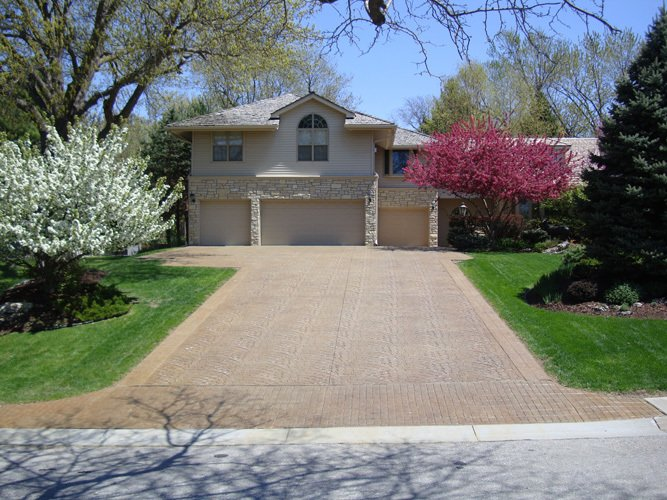 Decorative concrete for the driveway in Lincoln, NE
