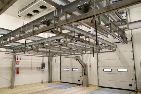 struttura in metallo attaccata al tetto