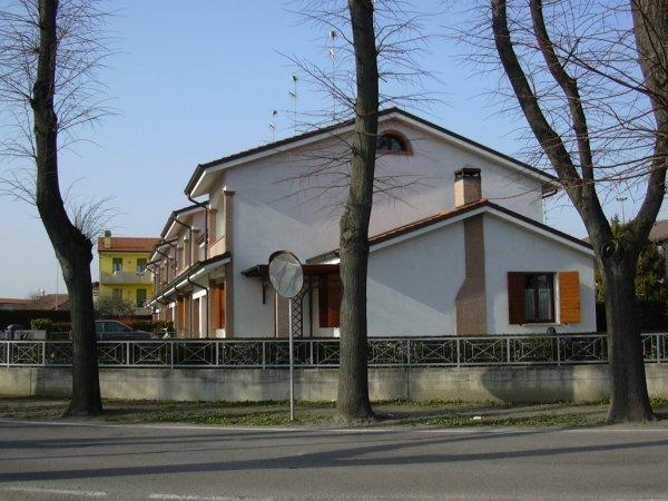 case a schiera San Giorgio GUASTALLA La Pieve