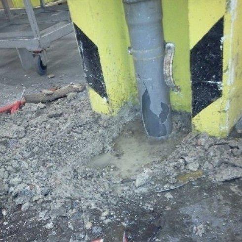 intervento di riparazione su tubo pluviale