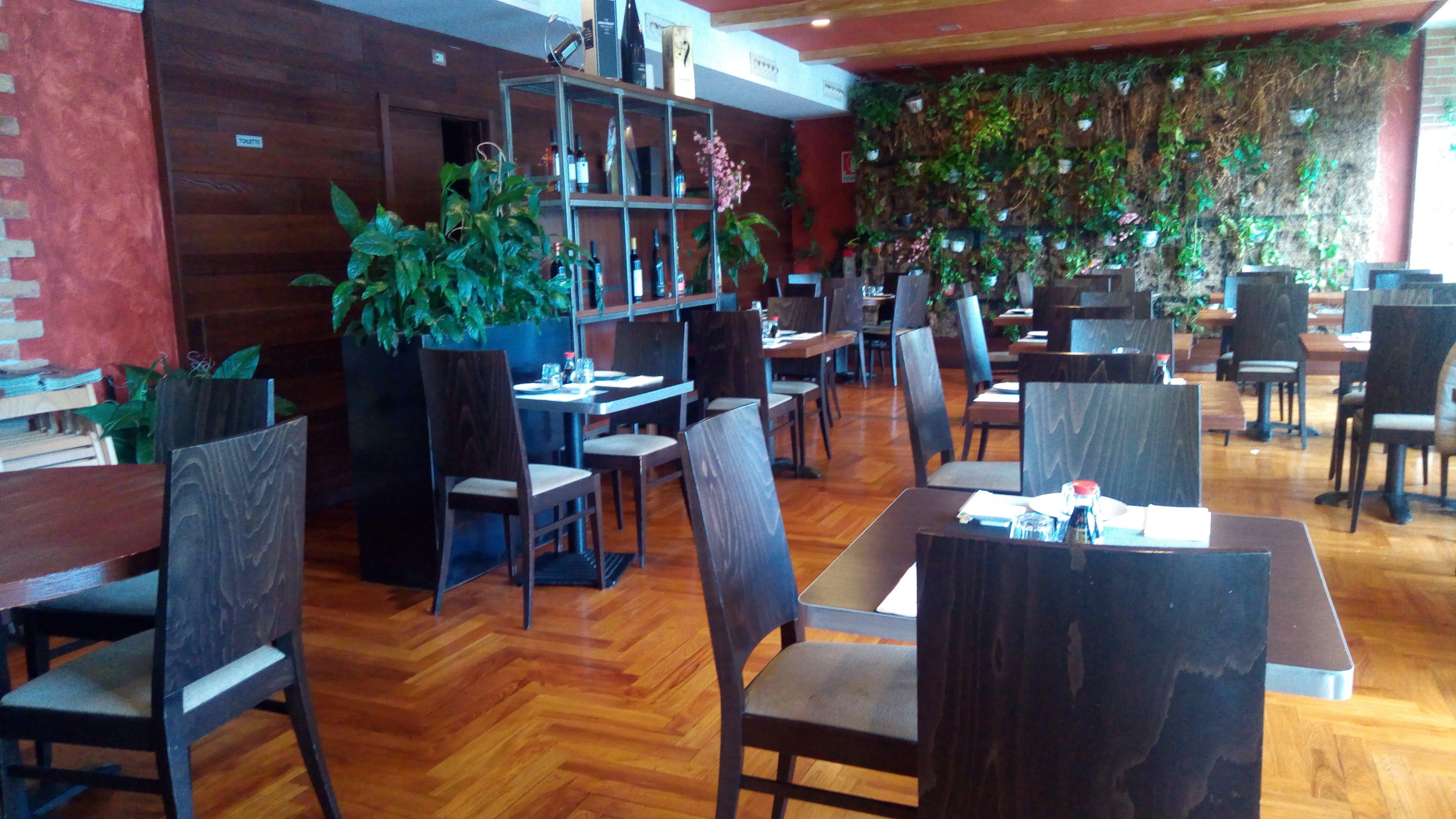 vista dei tavoli all'interno del ristorante