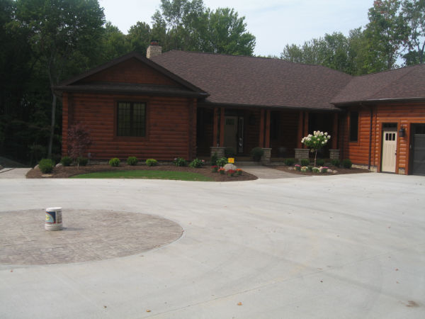 Beautiful landscape styled by top contractors in Lorain, OH