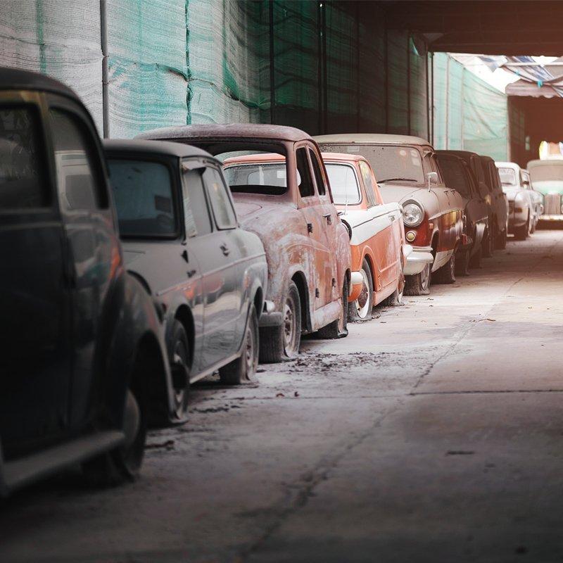 vecchie auto in fila