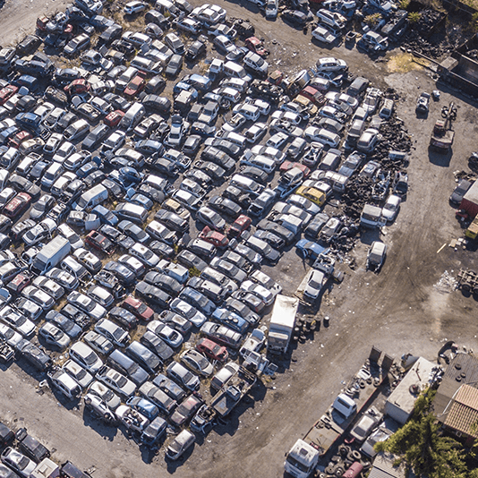 parcheggio interno di un autodemolizioni
