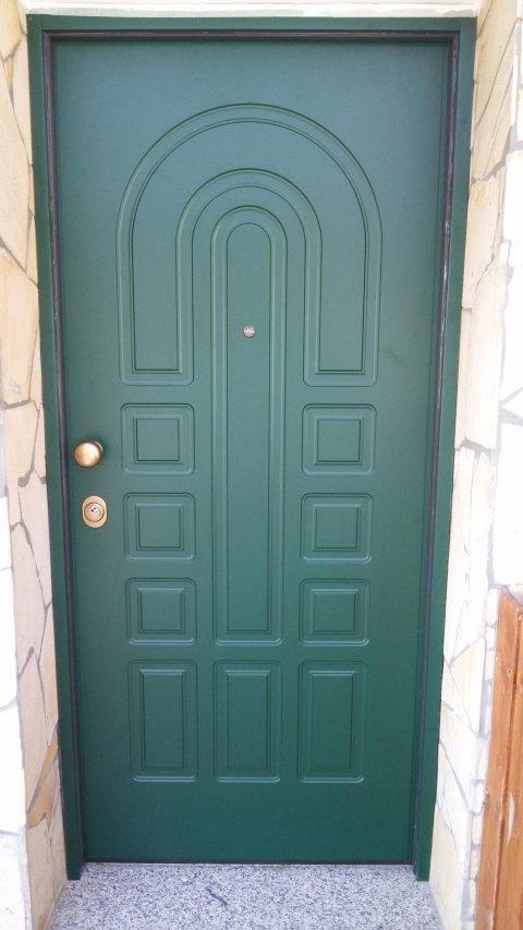 una porta blindata con disegni con specchi Modello K3
