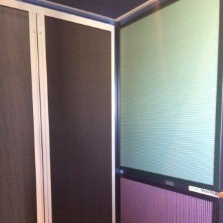 delle finestre in PVC con zanzariere