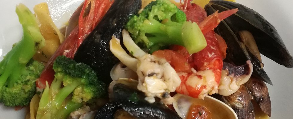 pasta pizzicata ai frutti di mare