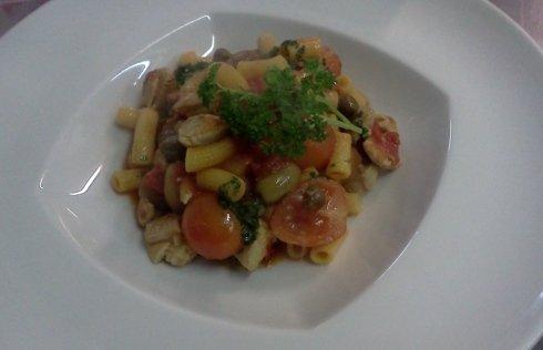 Maccheroncini alla siciliana con tonno fresco